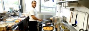 Die Kueche des El-Palacio bietet taeglich warme Speisen bis 22 Uhr