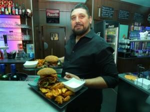 Der Restaurantservice von El-Palacio. Oberstes Ziel unseres Restaurantservice ist, unsere Gaeste zufriedenstellend zu bedienen.